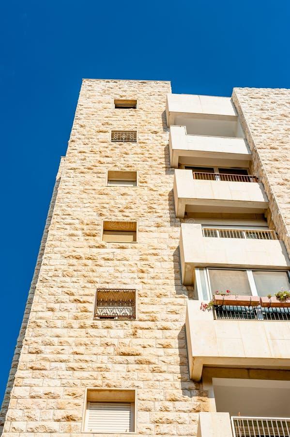 Prédio de apartamentos em Israel fotos de stock