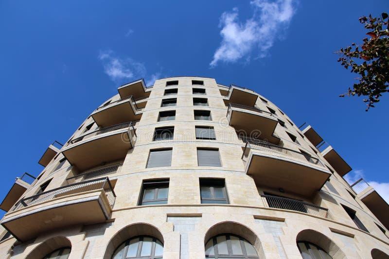 Prédio de apartamentos moderno fotos de stock royalty free