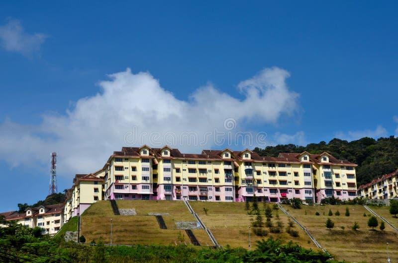 Prédio de apartamentos residencial colorido em alturas Cameron Highlands Malaysia do monte foto de stock royalty free
