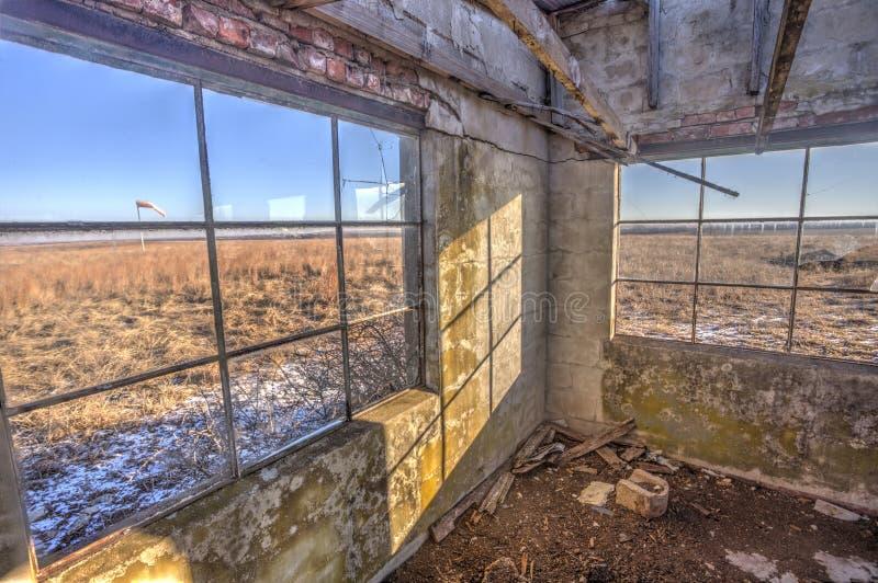 Prédio de escritórios abandonado do aeroporto, Kansas imagem de stock royalty free