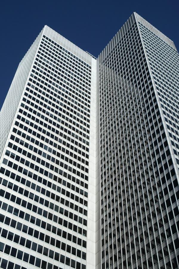 Prédio de escritórios do arranha-céus fotografia de stock