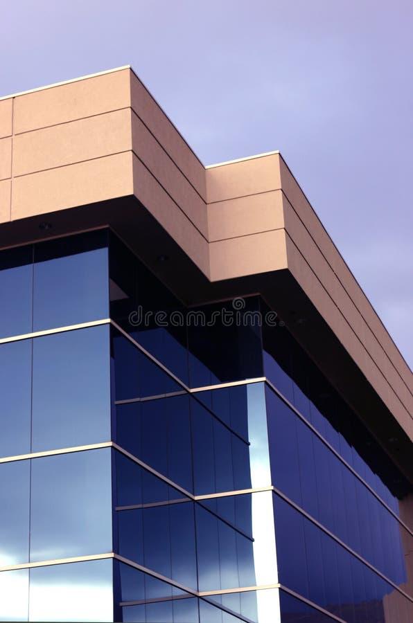 Prédio de escritórios do negócio fotografia de stock royalty free