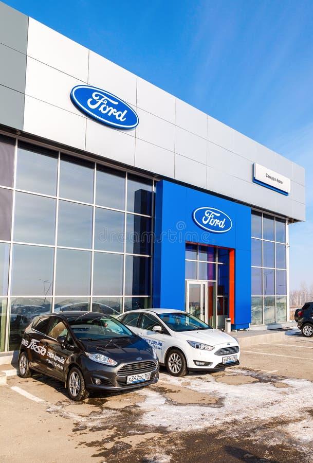 Prédio de escritórios do negociante oficial Ford imagens de stock