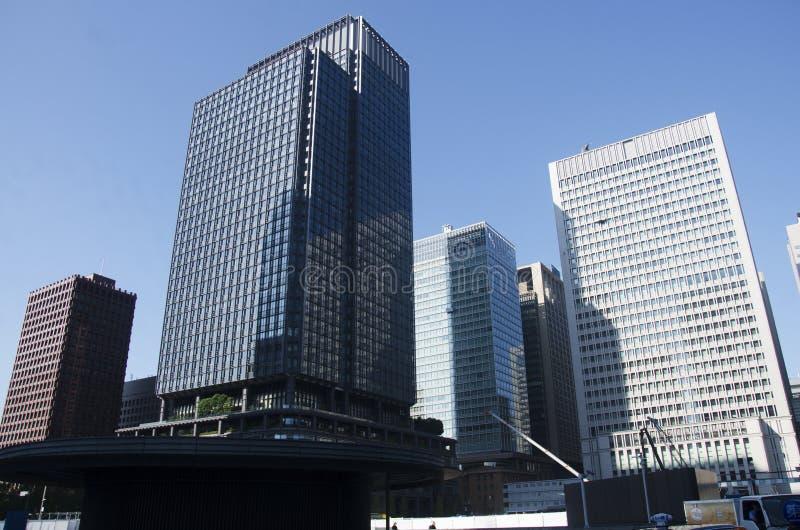 Prédio de escritórios e arquitetura da cidade de Modren no marunouchi perto do JÚNIOR tokyo fotografia de stock royalty free
