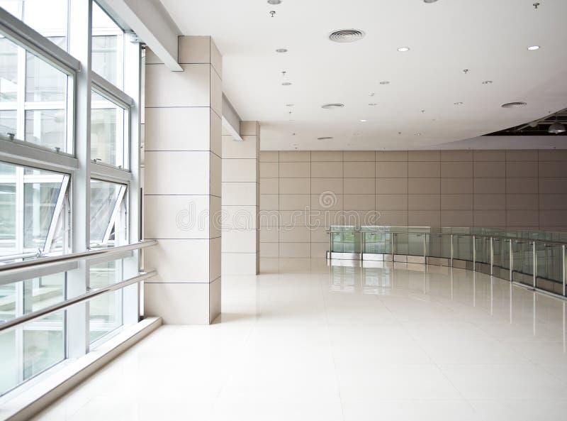 Prédio de escritórios moderno fotos de stock