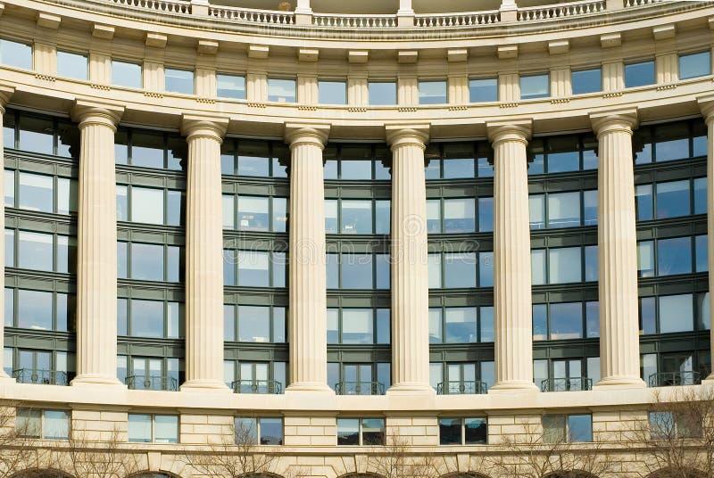 Prédio de escritórios moderno/clássico fotografia de stock royalty free