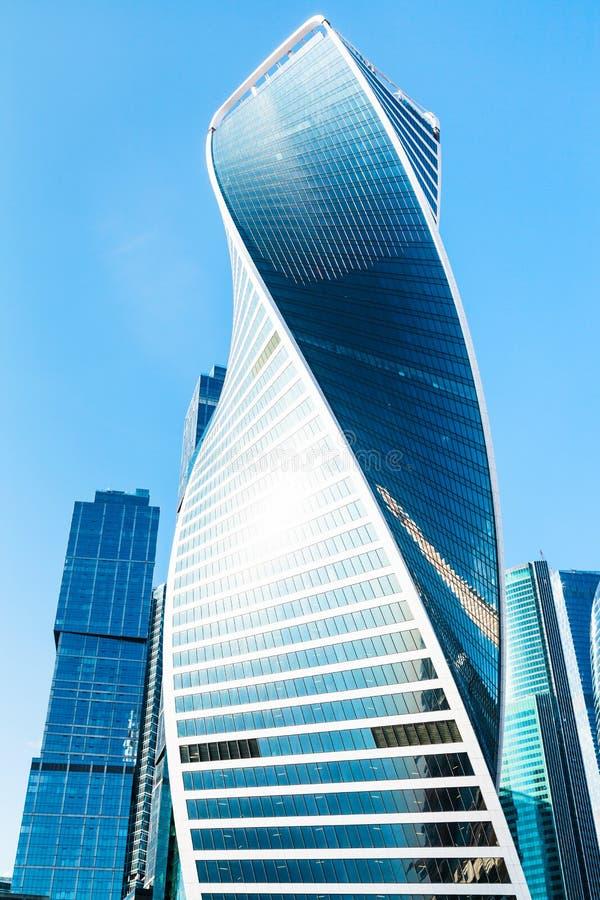 Prédio de escritórios moderno do metal e do vidro foto de stock