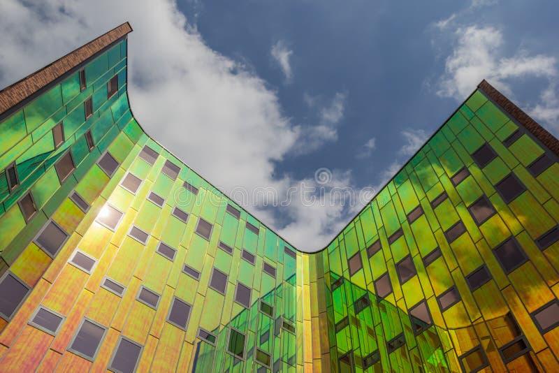 Prédio de escritórios moderno em Deventer foto de stock