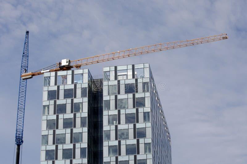 Prédio de escritórios sob a construção foto de stock