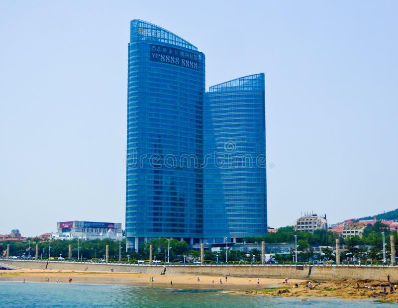 Prédios de escritórios da cidade de Qingdao imagens de stock royalty free