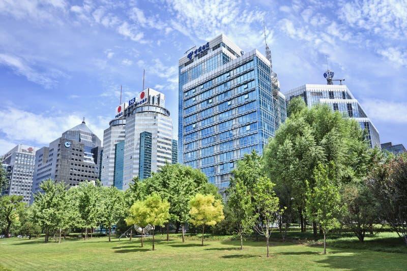 Prédios de escritórios modernos na rua financeira, Pequim, China imagem de stock royalty free