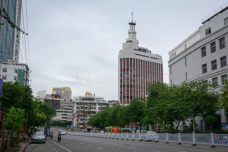 Prédios de escritórios situados na baixa em Nanning, China fotografia de stock royalty free