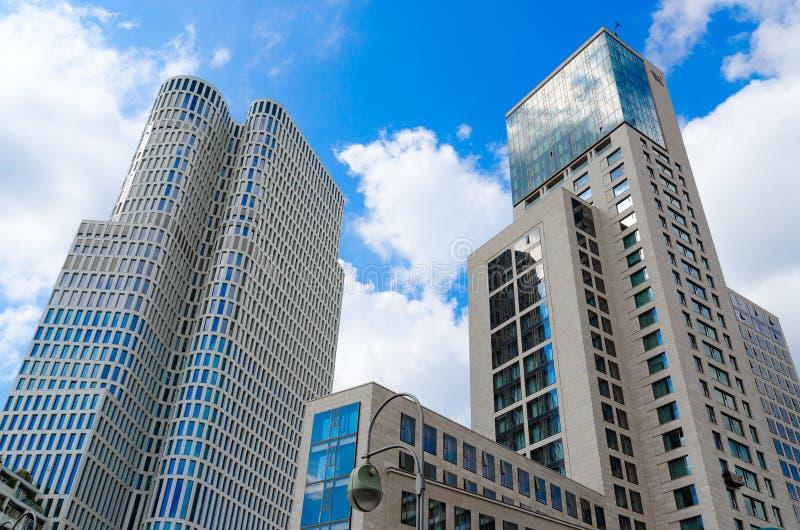 Prédios modernos em Berlim, Alemanha Hotel Waldorf Astoria Berlim 5 * imagem de stock