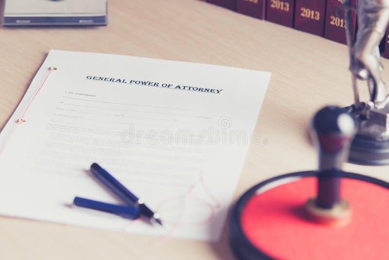 A préparé pour être signé par un mandat de notaire photo stock