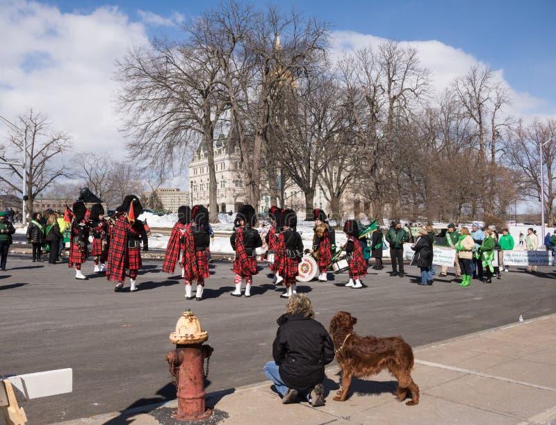 Préparation au défilé de jour du ` s de St Patrick images stock