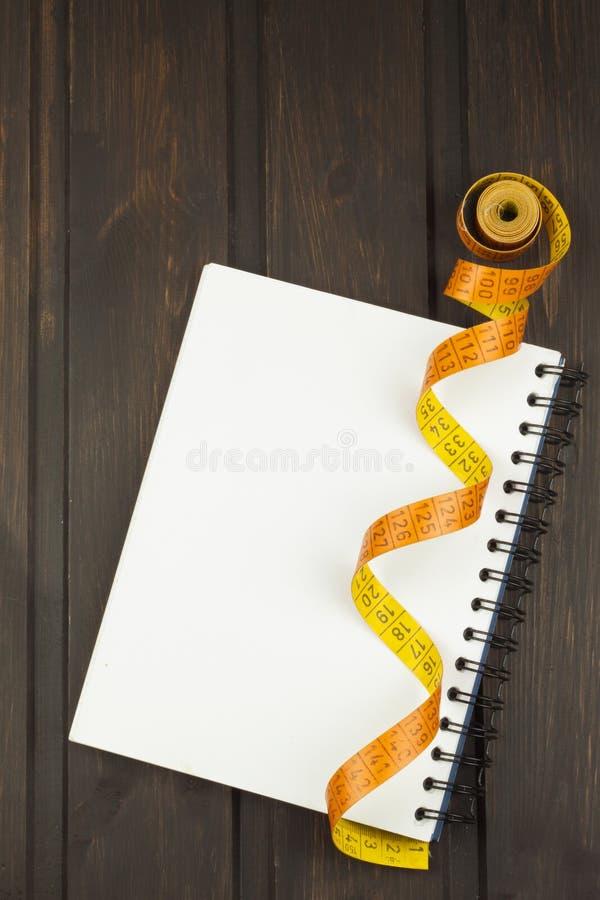 Préparation au programme de régime La décision pour lancer suivre un régime Planification de régime images stock