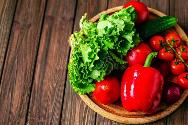 Préparation d'hamburger vert de petit pain image libre de droits