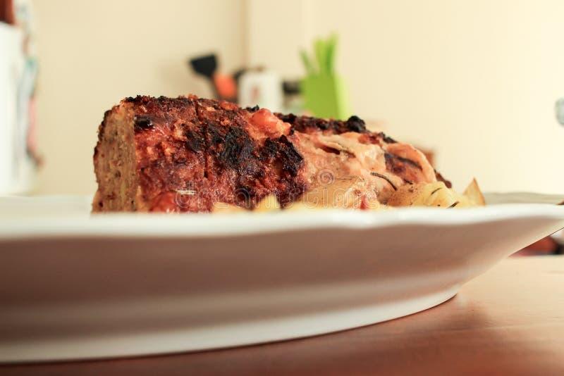 Préparation d'un pain de viande cuit au four images libres de droits