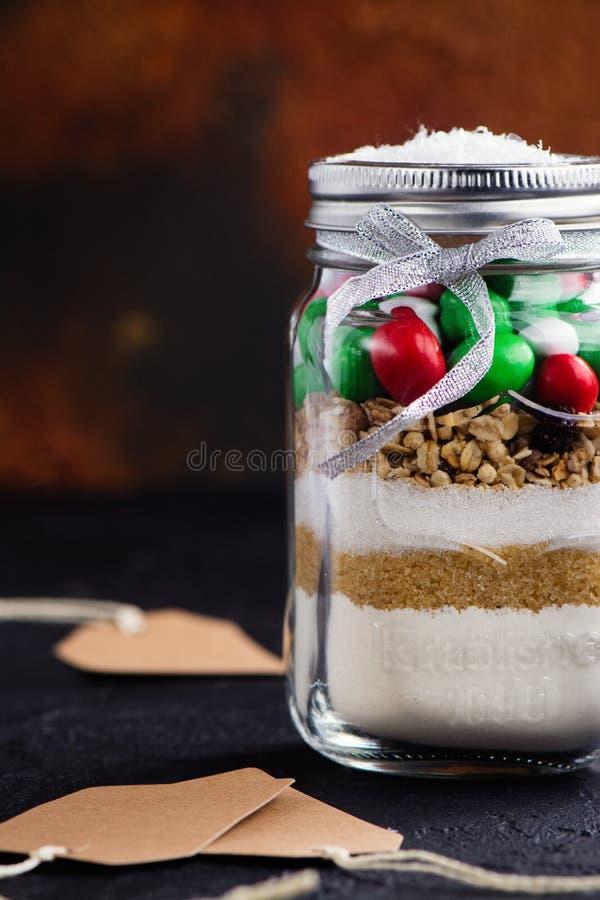 Préparation de biscuit comme cadeau de Noël image stock