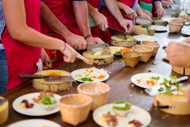 Préparation de la nourriture thaïlandaise traditionnelle photographie stock libre de droits