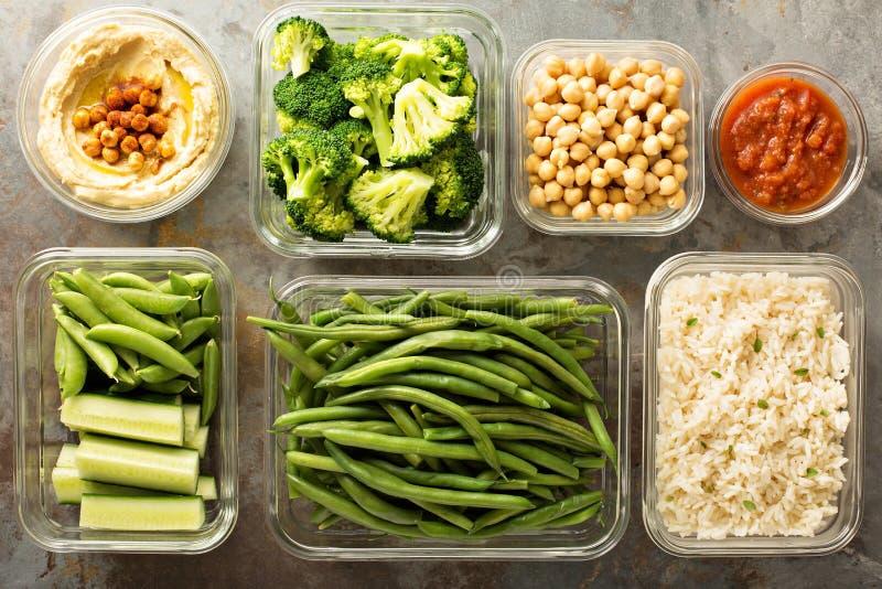 Préparation de repas de Vegan avec du riz cuit photos stock