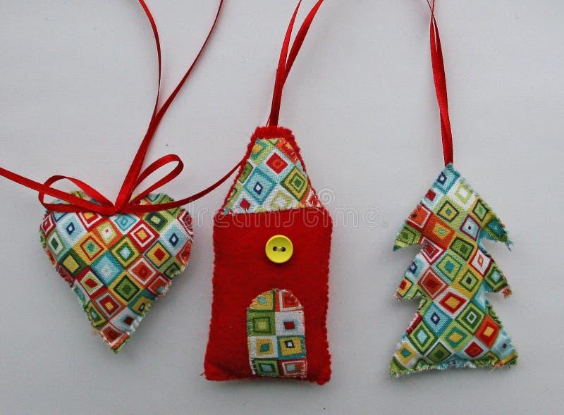 Préparation des cadeaux de Noël et des décorations images libres de droits