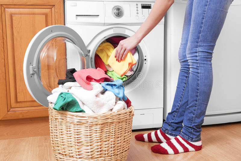 Préparation du cycle de lavage photos stock