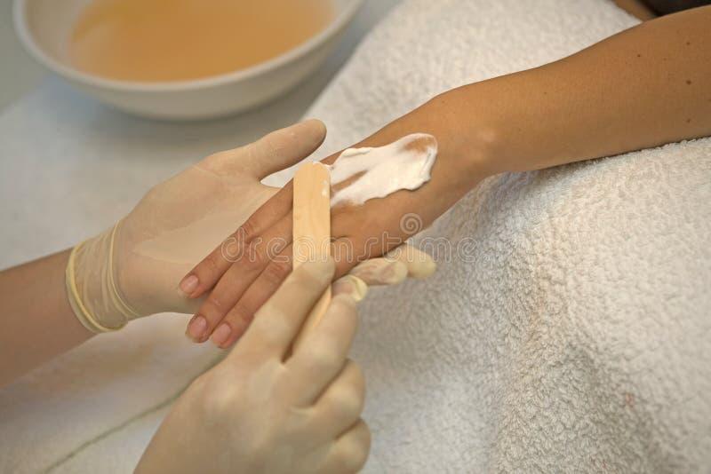 Préparation pour faire le massage de main image libre de droits