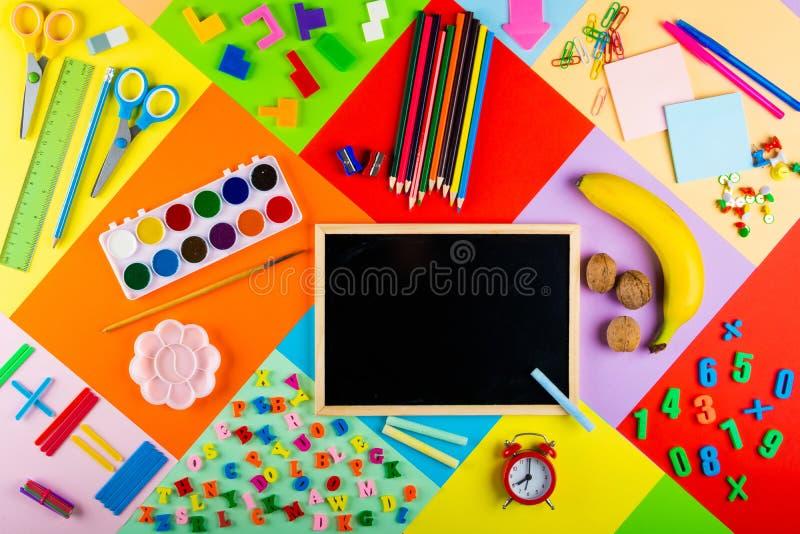 Préparation pour l'école et la formation des enfants à l'école primaire photo libre de droits