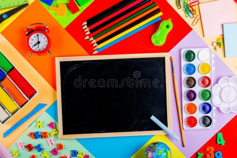 Préparation pour l'école et la formation des enfants à l'école primaire photographie stock