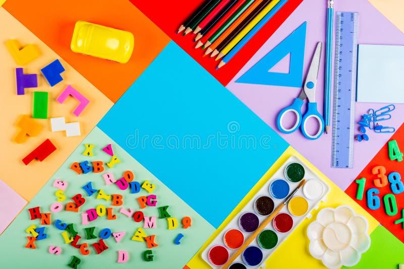 Préparation pour l'école et la formation des enfants à l'école primaire photographie stock libre de droits