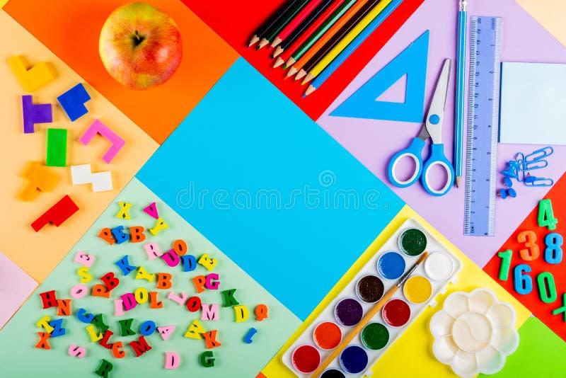 Préparation pour l'école et la formation des enfants à l'école primaire image stock