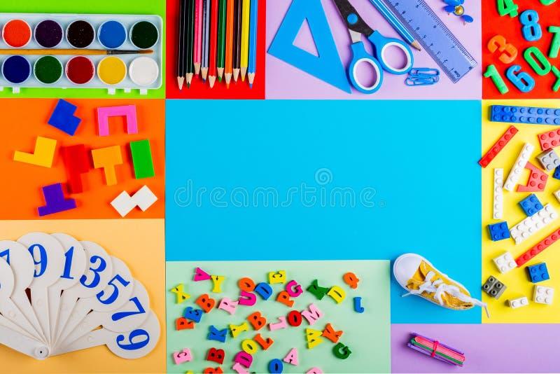 Préparation pour l'école et la formation des enfants à l'école primaire photos libres de droits