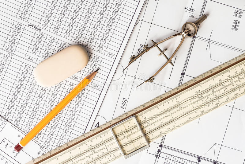Préparation pour les projets, les outils et des plans sur les ventres image stock