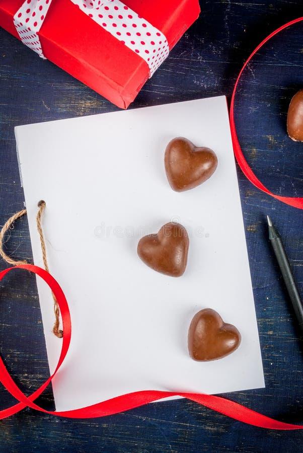 Préparations pour le jour du ` s de Valentine photographie stock libre de droits