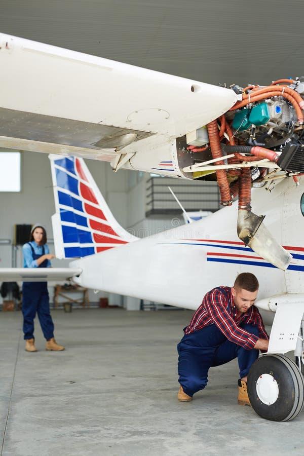 Préparer Jet Plane pour le vol images libres de droits