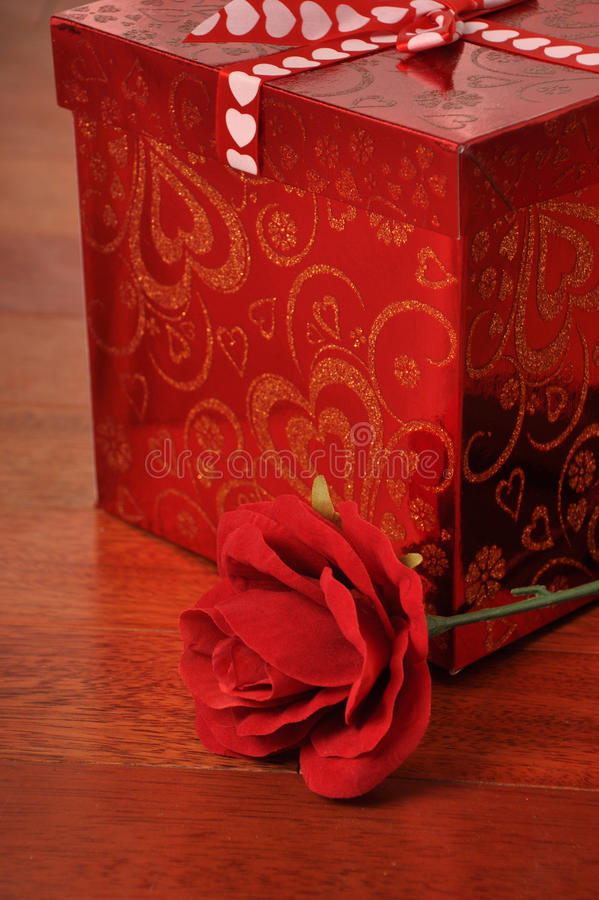 Présent de jour de Valentines image libre de droits