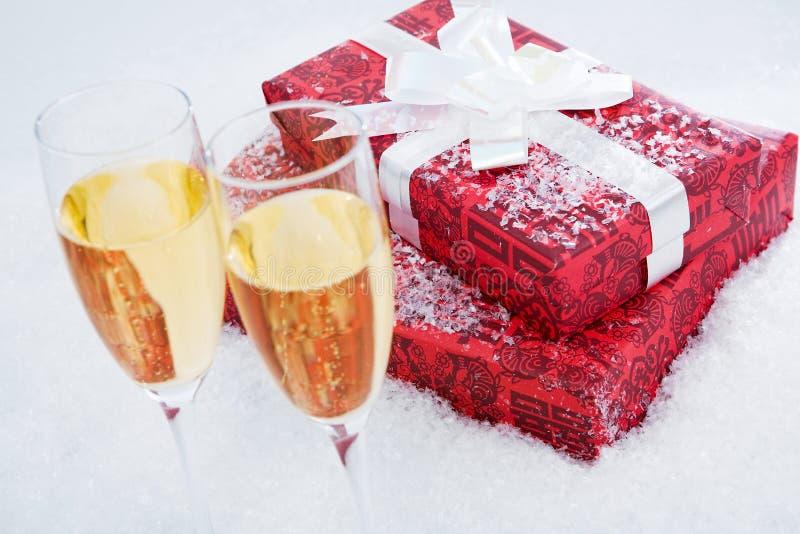 Présent et champagne photos libres de droits