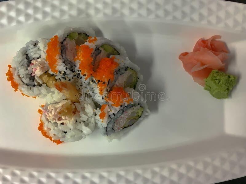 Présentation classique des petits pains de sushi photo libre de droits