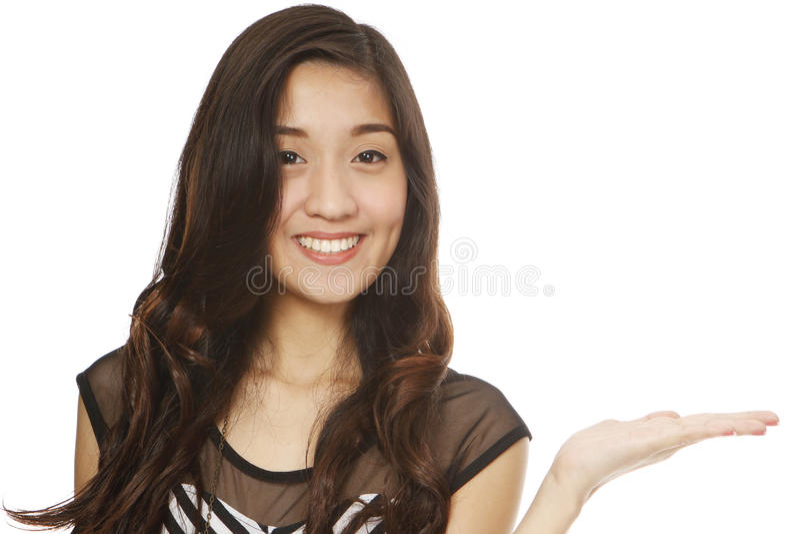 Présentation de jeune femme images stock