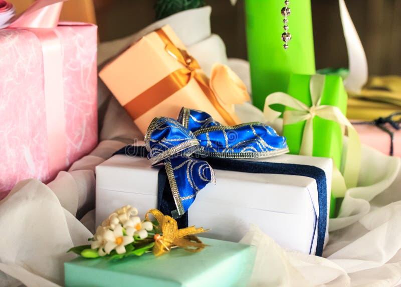 Présents chics de boîte de cadeaux de Noël photo stock