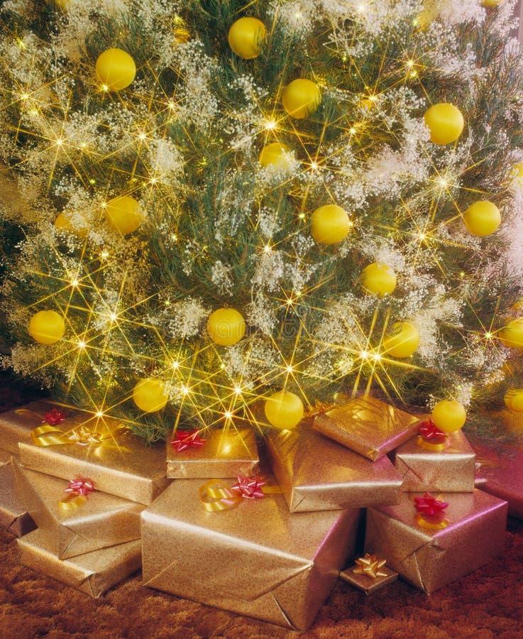 Présents sous l'arbre de Noël photographie stock