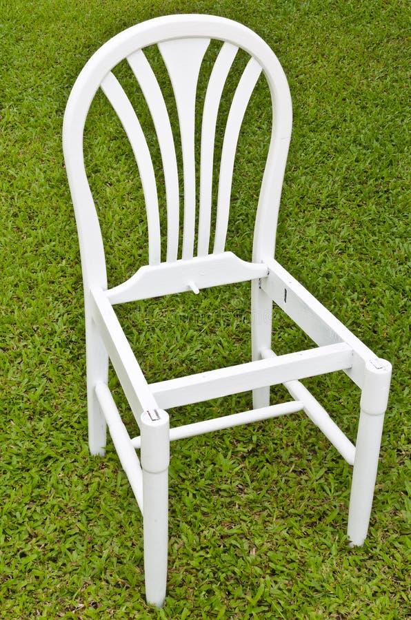 Présidence blanche Uncomplete sur l'herbe verte photographie stock