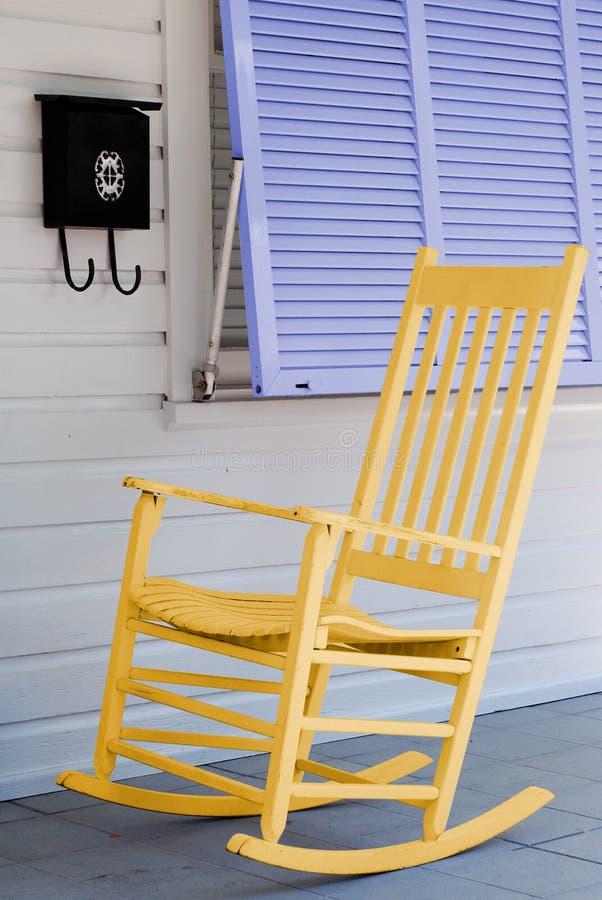 Présidence d'oscillation sur le porche photo stock