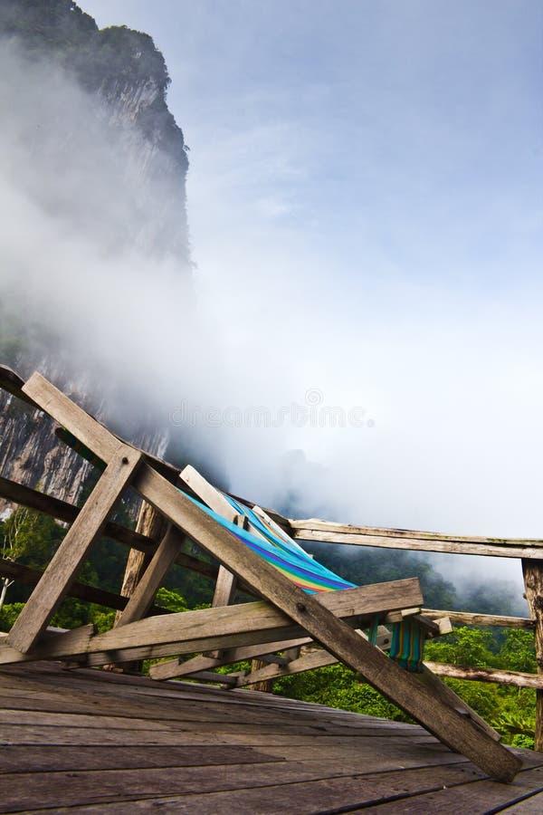 Présidence de paquet dans le brouillard photos stock
