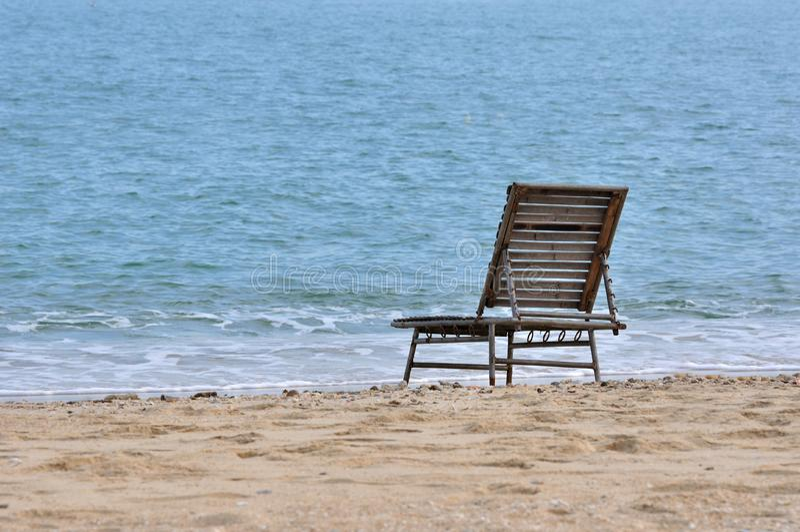 Présidence de reste sur le sable de mer