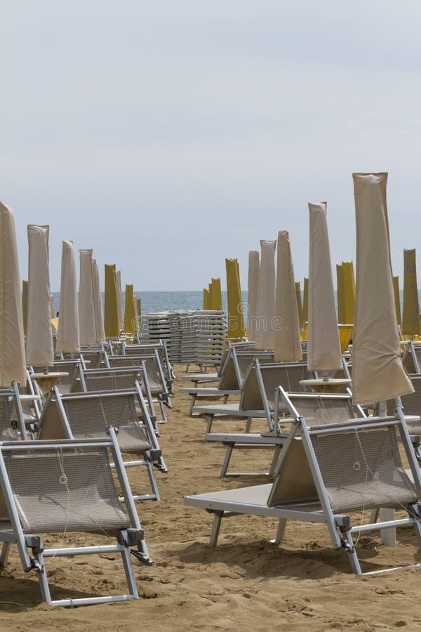 Présidences de paquet sur la plage image libre de droits