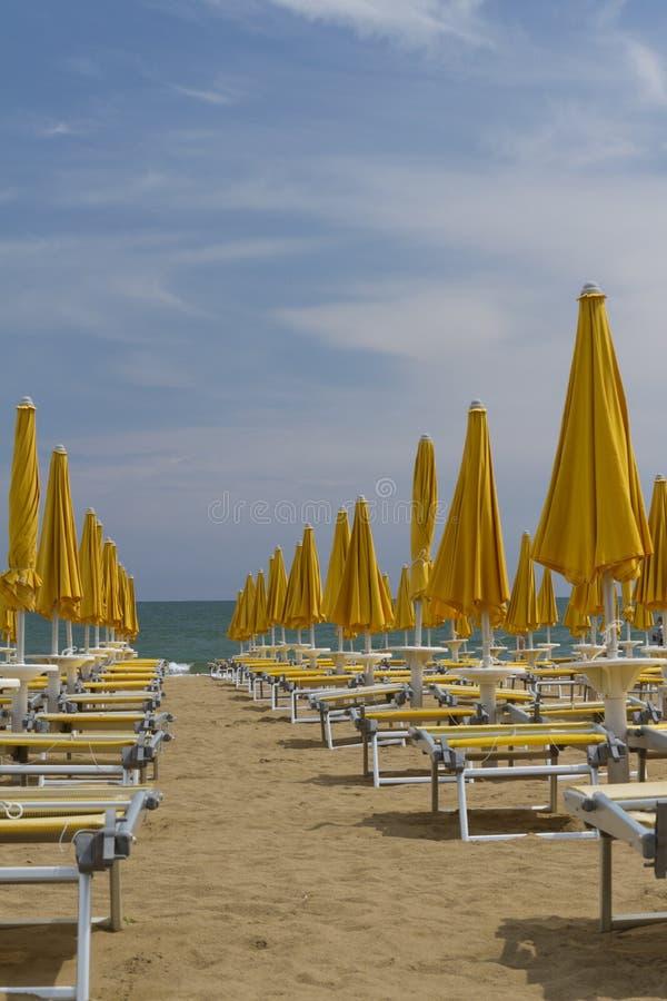 Présidences de paquet sur la plage photo libre de droits
