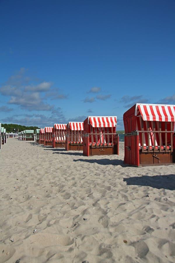 Présidences de plage colorées photographie stock