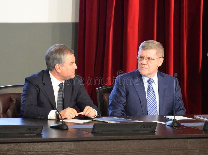 Président de la douma d'état de l'Assemblée fédérale de la Fédération de Russie Vyacheslav Volodin et du procureur General du Rus photos stock